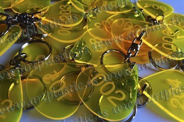 llaveros-personalizados-metacrilato-amarillo-original-transparente-3A